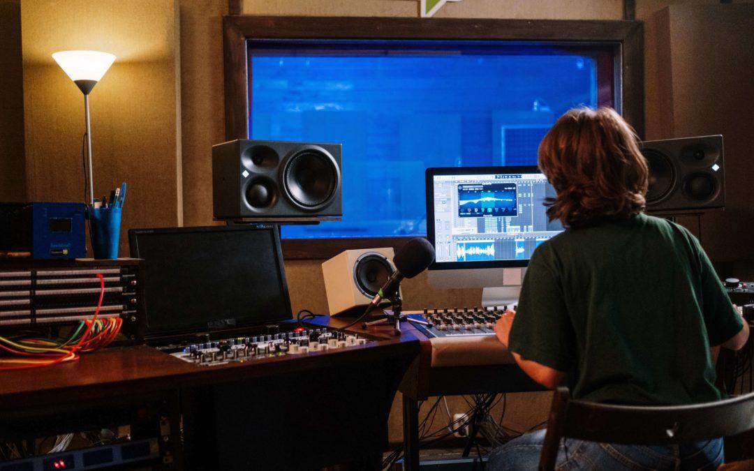 6 Best Professional Headphones for Audio Mixing in 2021